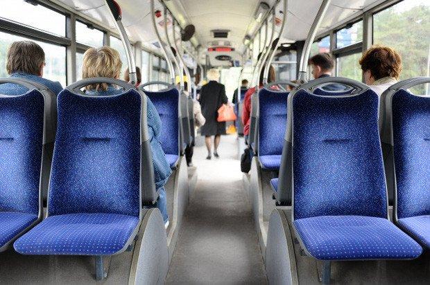 Câu hỏi xoắn não: Tìm xuất xứ nhóm phụ nữ lên xe buýt - post